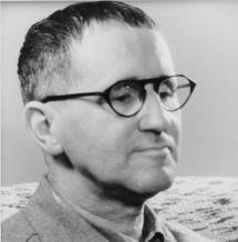 Il drammaturgo e regista Bertolt Brecht
